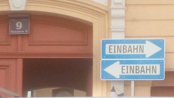 Dieses Straßenschild sorgt für Verwirrung