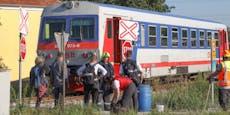 Hupsignale ignoriert– Traktor von Zug gerammt