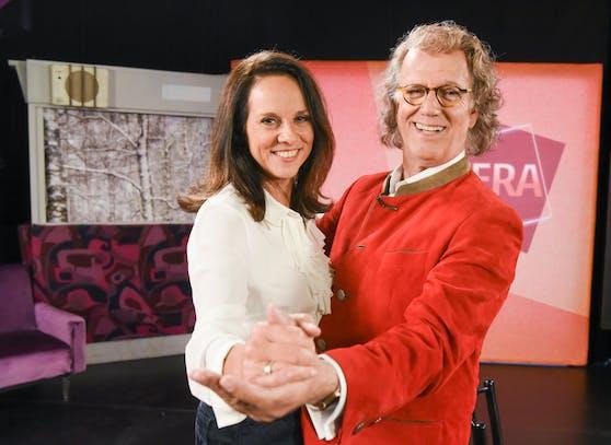 "Vera Russwurm begrüßt André Rieu in ihrer Sendung ""Vera""."