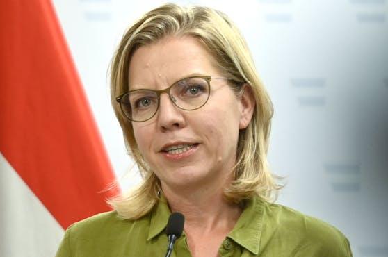 Gegen die grüne Ministerin Leonore Gewessler liegt eine Anzeige vor.