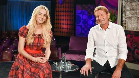 Melissa Naschenweg mit ihrem Vater Andreas
