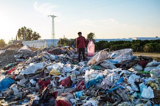 Einer der viele illegalen Mülldeponien nahe der türkischen Stadt Adana.