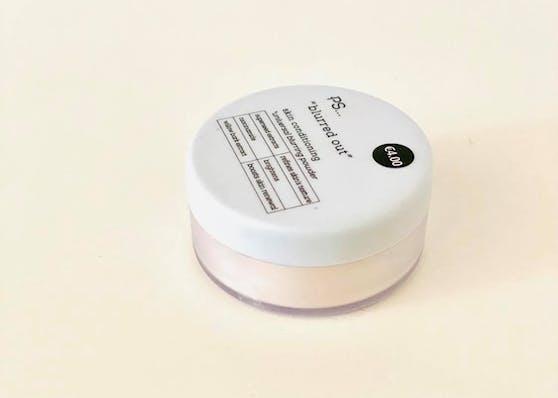 """""""Porenlose Schönheit"""" - mit dem Primark Blurring Powder kann man nicht nur die Foundation fixieren und länger haltbar machen, sondern durch besondere Inhaltsstoffe auch das Erscheinungsbild der Poren minimieren."""