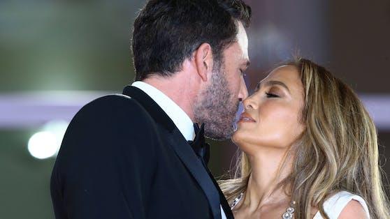 Ben Affleck und Jennifer Lopez konnten die Finger nicht voneinander lassen.