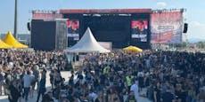 Hier tanzen tausende Fans beim Nova Rock Encore