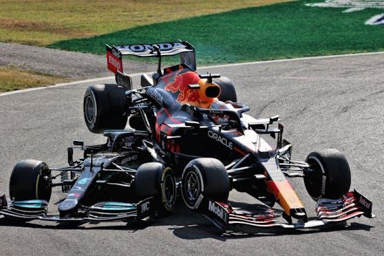 Hamilton nimmt Verstappen auf die Hörner.