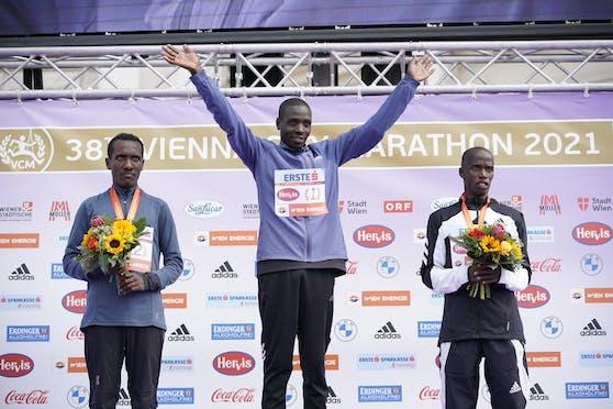 Das finale Siegerfoto. In der Mitte: Champion Leonard Langat