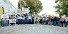 Demonstration gegen großes Wohnprojekt in Brunn