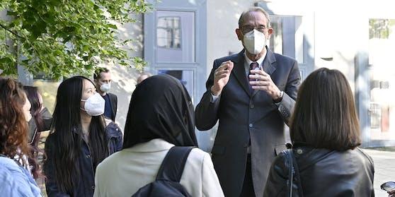 Bildungsminister Faßmann beim Besuch einer Schule im Juni 2021.