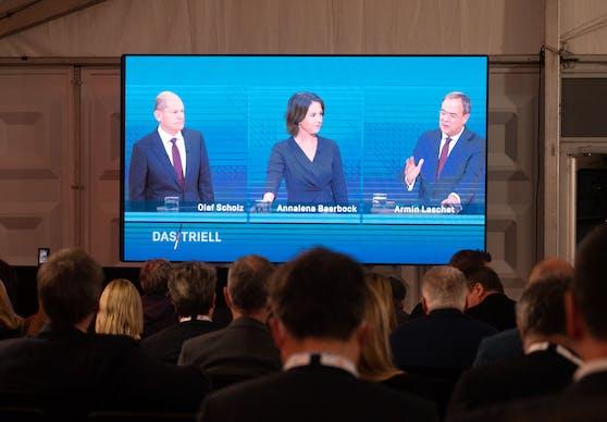 Es kam vor allem zum Duell der beiden führenden Kandidaten Scholz und Laschet. Annalena Baerbock plädierte für mehr Sachlichkeit.