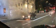 BMW-Oldtimer geht während der Fahrt in Flammen auf