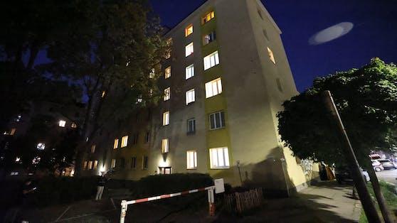 Mordalarm in Wien-Favoriten: In einer Gemeindebauwohnung wurden zwei tote Frauen entdeckt.