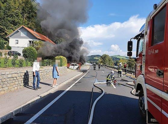 Der Wagen begann während der Fahrt zu brennen.