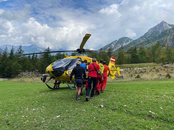 In Grünau benötigte ein Bergretter selbst Hilfe von Bergrettern.