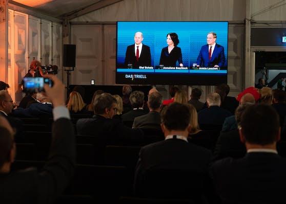 Der Auftritt war mit Spannung erwartet worden. Es war der vorletzte Schlagabtausch vor den Bundestagswahlen am 26. September.