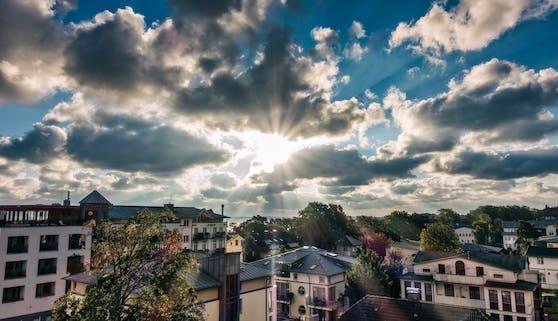 Erst Sonne, dann teils Gewitter: Die Woche bringt noch einmal heiße Temperaturen.