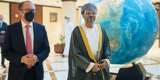Schallenberg mit Omans Außenminister Al Busaidi.