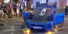 Ford bei Unfall auf Dach geschleudert – Frau im Spital