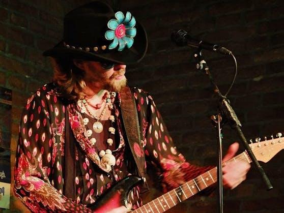 """Edi Fenzl spielt mit seiner Band am Samstag ein """"Tribute for Jimi Hendrix"""" in Enns."""
