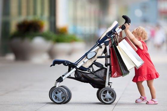 Die 3-jährige Tochter wurde mit dem Diebesgut aus dem Laden geschickt. Erst als die Mutter sichergehen konnte, dass die Diebstahlssicherung nicht auslöste folgte sie ihr nach. (Symbolbild).