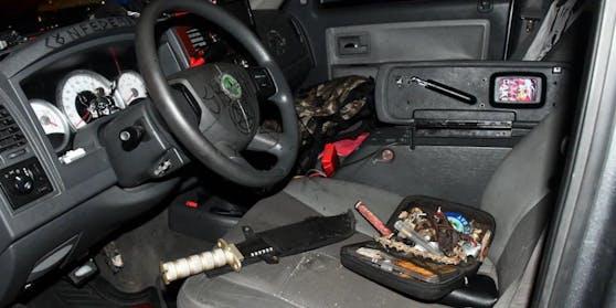 Im Wagen fanden sich diverse Waffen.