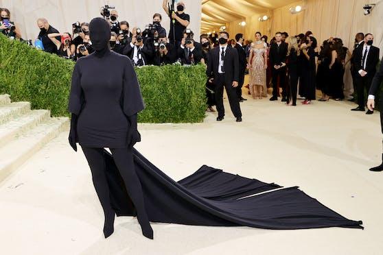 Kim Kardashian verblüffte in All-over-Balenciaga.