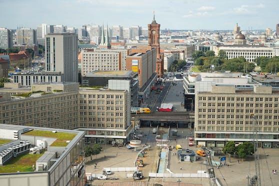 Der Berliner Alexanderplatz: Derzeit läuft dort ein Polizeieinsatz.