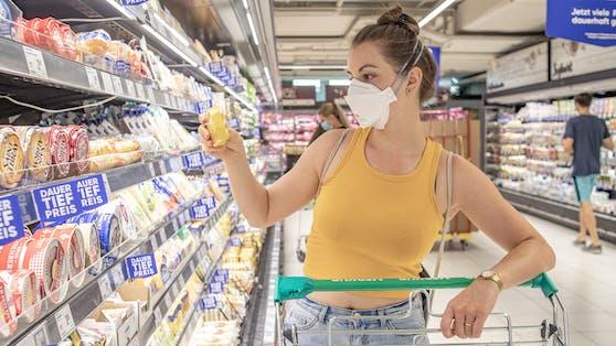 In Supermärkten muss wieder eine FFP2-Maske getragen werden.