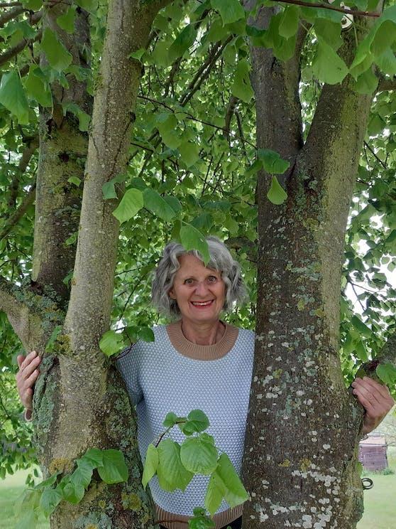Michaela Winter ist mit fast 66 Jahren Österreichs älteste Podcasterin.