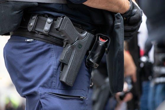 Erst durch einen abgegebenen Schuss ins Erdreich konnte der Verdächtige gestoppt werden.