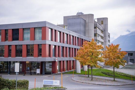 Das Spital Schwyz wird derzeit von Impfwilligen überrannt.