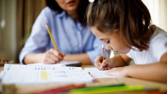 Eltern, deren Kinder aus der Schule nach Hause in Quarantäne geschickt wurden, mussten bislangPflegeurlaub beantragen.