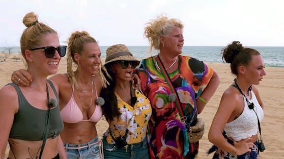 "Xenia, Loona, Kader, Silvia und Alessia (v.li.n.re.) bei ""Kampf der Realitystars""."