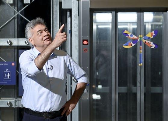 Vizekanzler Werner Kogler (Grüne) befürchtet, dass die Coronazahlen und Intensivzahlen durch die Decke gehen.