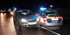 Polizeiauto wendet, Nachfahrender crasht hinein