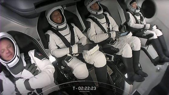 Chris Sembroski, Sian Proctor, Jared Isaacman und Hayley Arceneaux sind die ersten Touristen im Weltall.