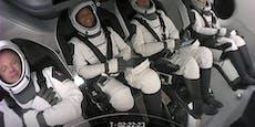Vier Weltraum-Touristen sind erstmals ins All gestartet