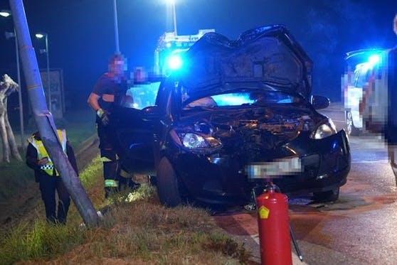 Das schwer beschädigte Auto.