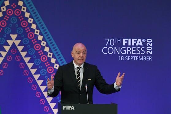 Die FIFA hält an der Idee einer WM alle zwei Jahre fest.