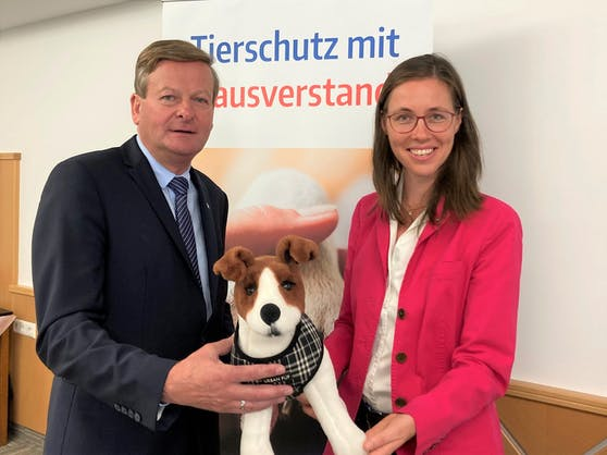 """""""Wuffzack - Kinder lernen den Umgang mit dem Hund"""": Landesrat Gottfried Waldhäusl und Lea Mirwald"""