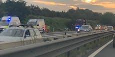 Nach A22-Crash ist Unfall-Lenker spurlos verschwunden