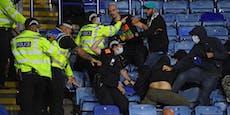 Tribünen-Krach in Leicester – Polizei muss eingreifen