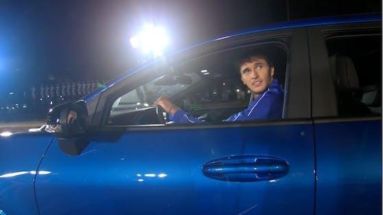 Alexander Zverev verzweifelt beim Autofahren.