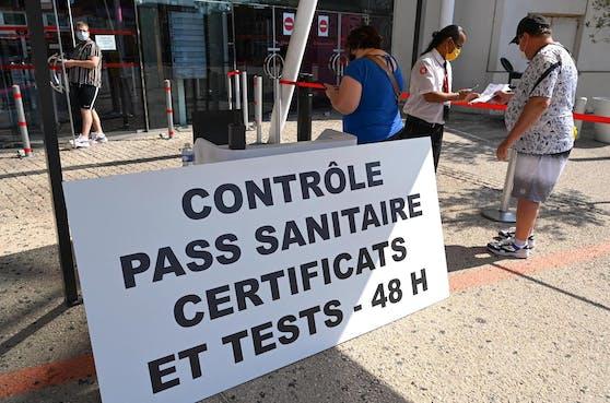 Auch in Frankreich herrscht an vielen öffentlichen Orten eine Zertifikatspflicht. (Archivfoto)