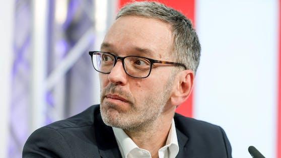 """Herbert Kickl geht gegen """"Fake-Vermutungen"""" von PR-Berater Wolfgang Rosam gerichtlich vor."""