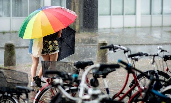 Durch verbreiteten Regen wird es jetzt wieder deutlich kühler.