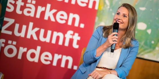 """""""Bei der 1. Österreichische Integrationskonferenz steht die Stärkung von Frauen mit Migrationshintergrund im Mittelpunkt"""", so Integrationsministerin Susanne Raab (ÖVP)"""