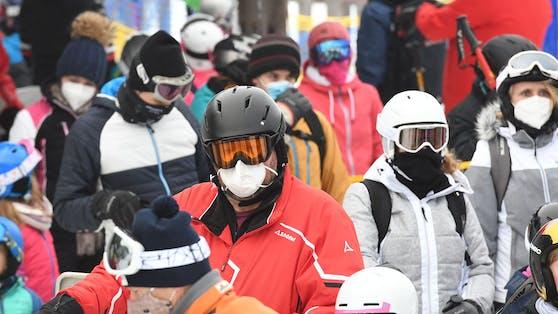 Für Après Ski gelten heuer strenge Regeln, in den Seilbahnen ist die Maske Pflicht.
