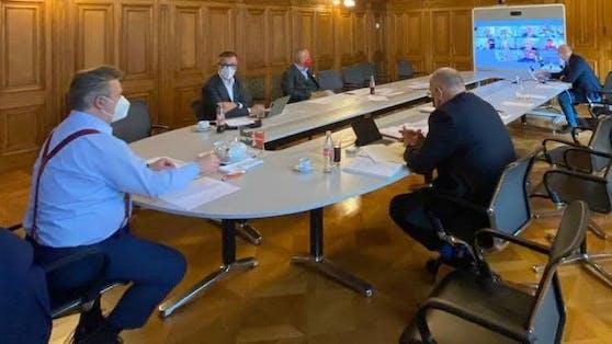 Wiens Bürgermeister Michael Ludwig besprach zu Mittag die aktuelle Corona-Lage mit Experten.
