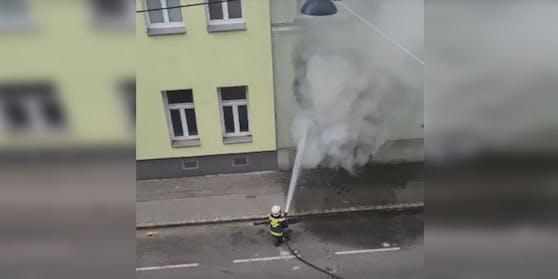 Löscharbeiten der Wiener Berufsfeuerwehr
